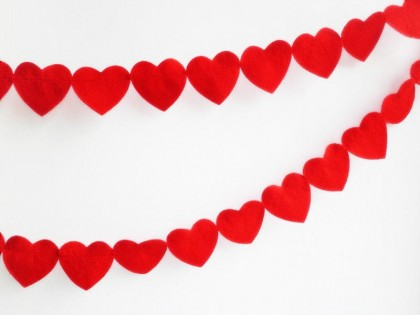 heart garland red